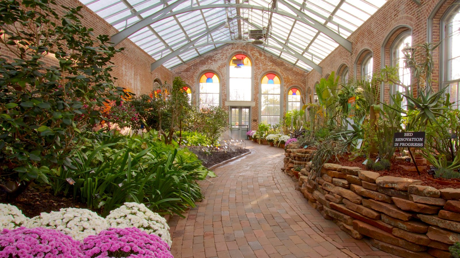 Missouri Botanical Gardens and Arboretum which includes interior views, a garden and flowers