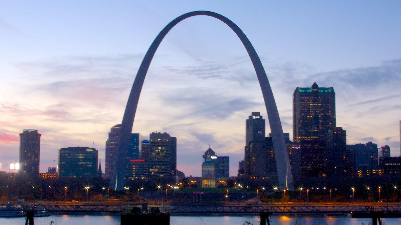 Gateway Arch caracterizando arquitetura moderna, cbd e linha do horizonte