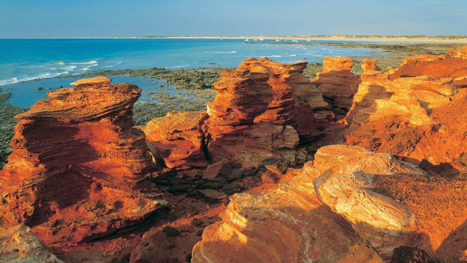 Broome ofreciendo un barranco o cañón y costa rocosa