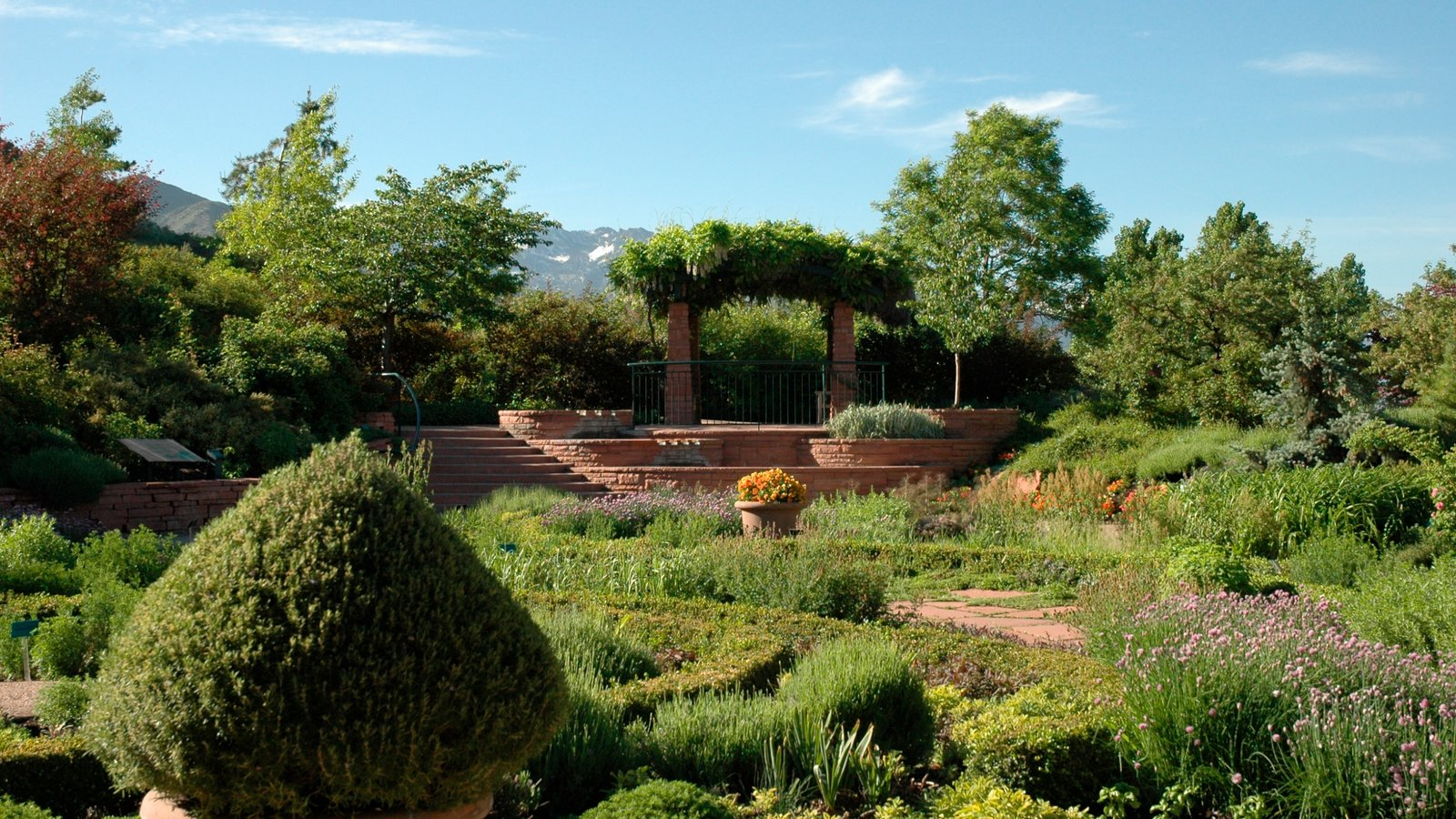 Red Butte Garden and Arboreteum showing a park