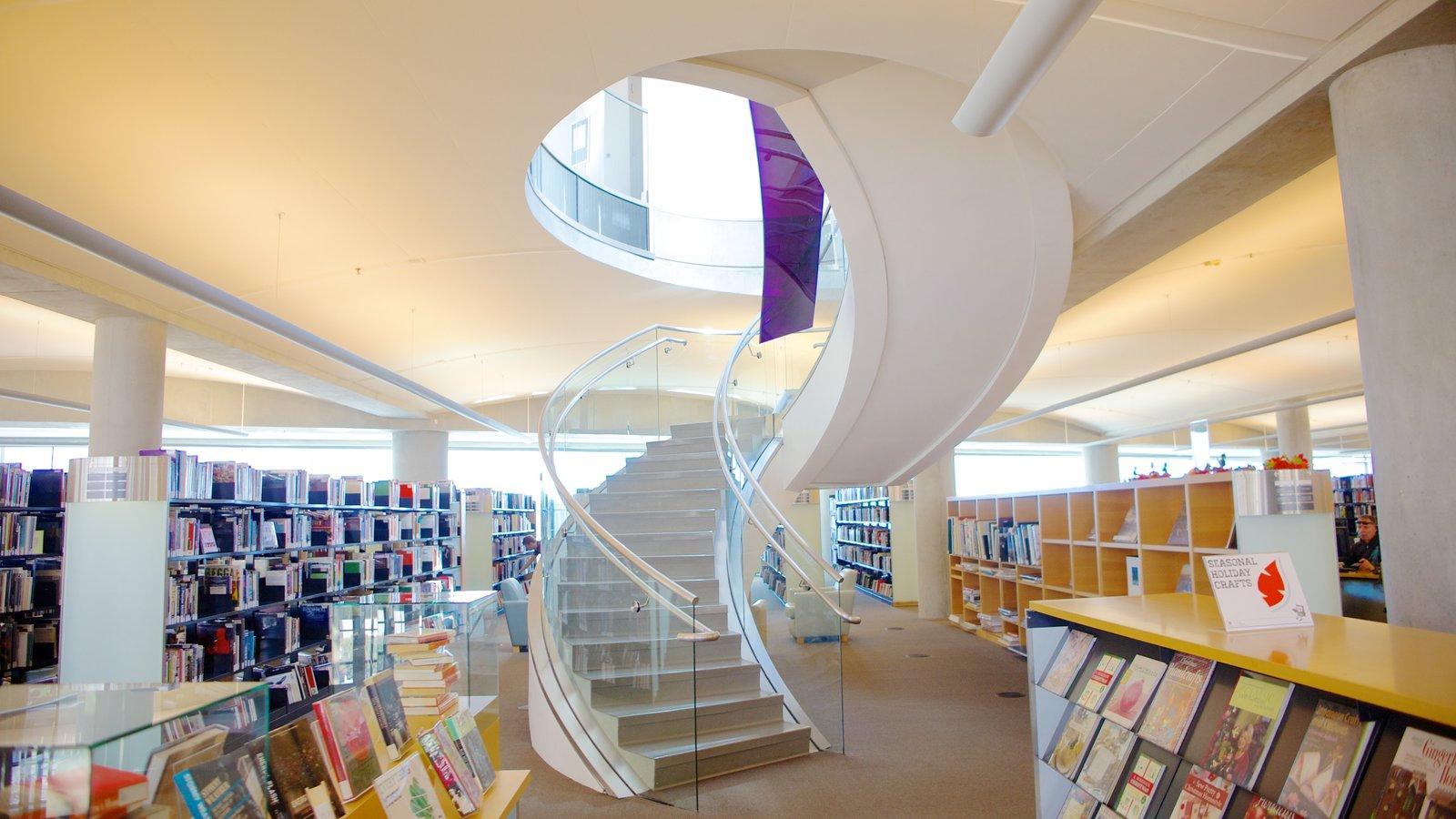 Edifício Principal da Biblioteca Pública de Salt Lake caracterizando vistas internas e arquitetura moderna