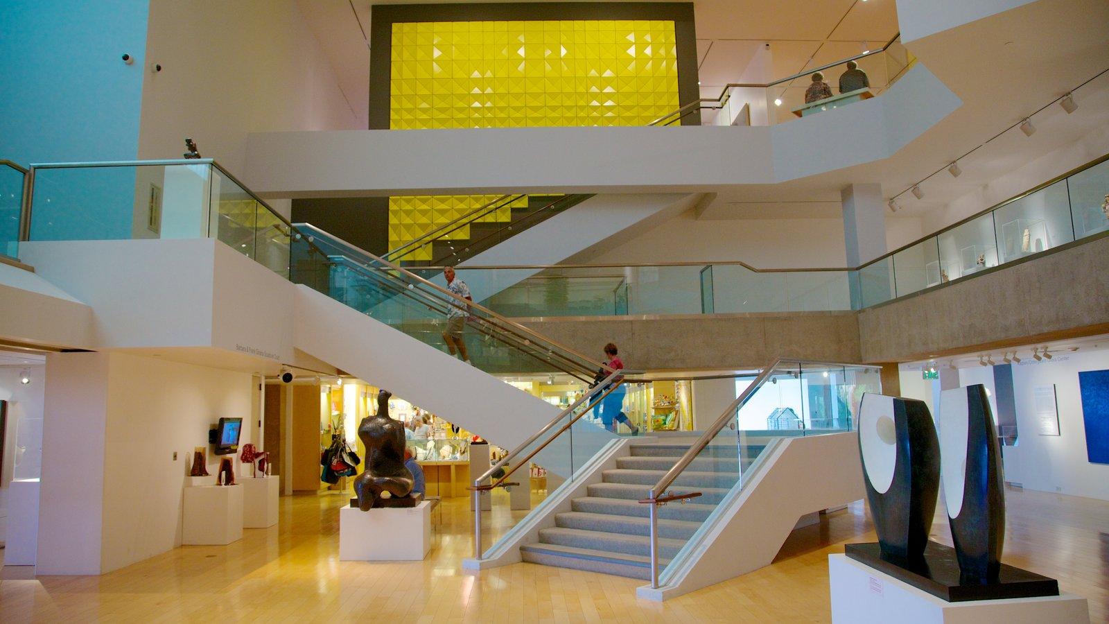 Palm Springs Art Museum que inclui vistas internas