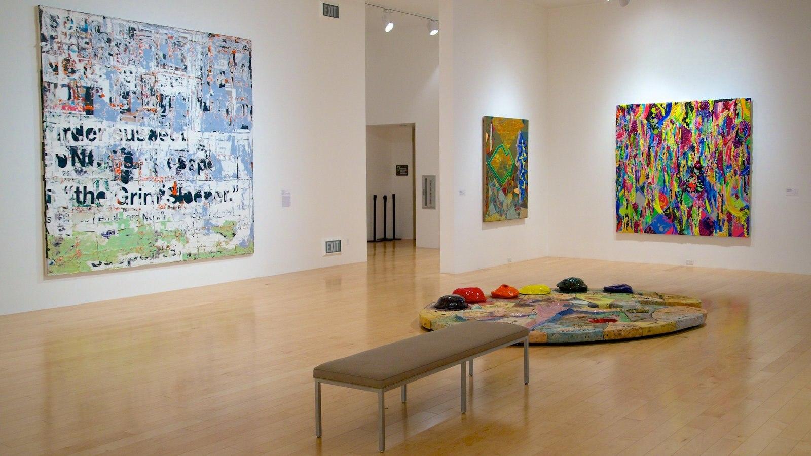 Palm Springs Art Museum mostrando vistas internas