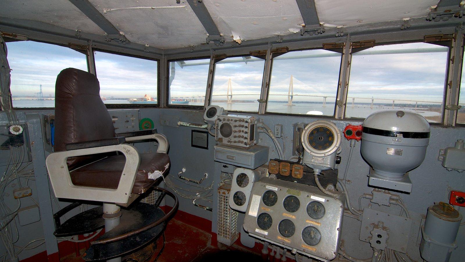 USS Yorktown mostrando itens militares e vistas internas