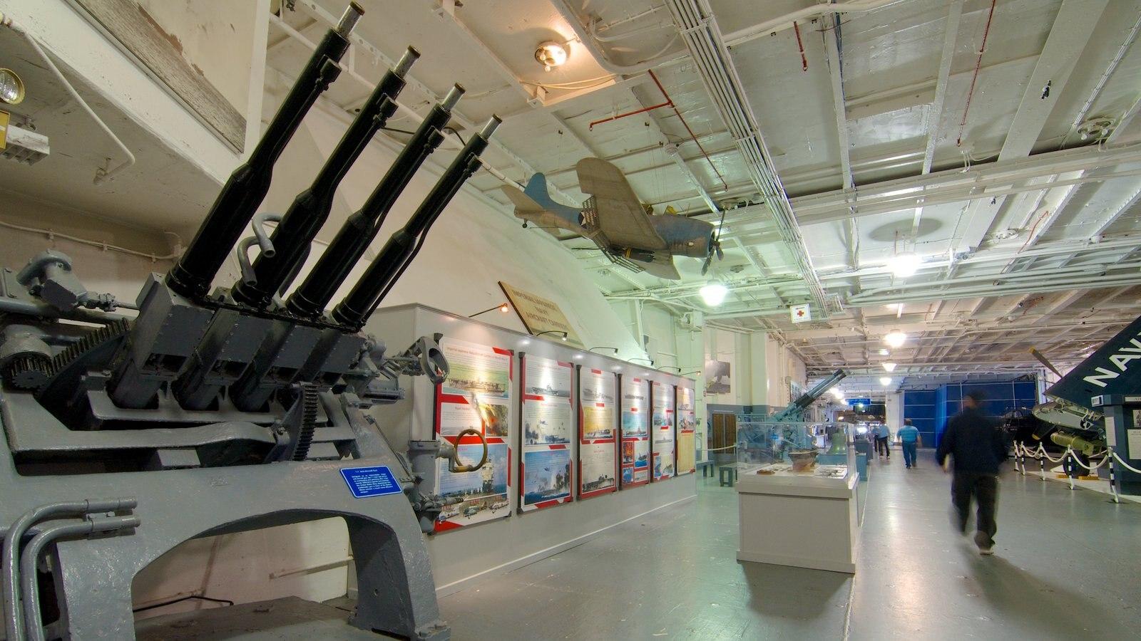 USS Yorktown mostrando vistas internas e itens militares