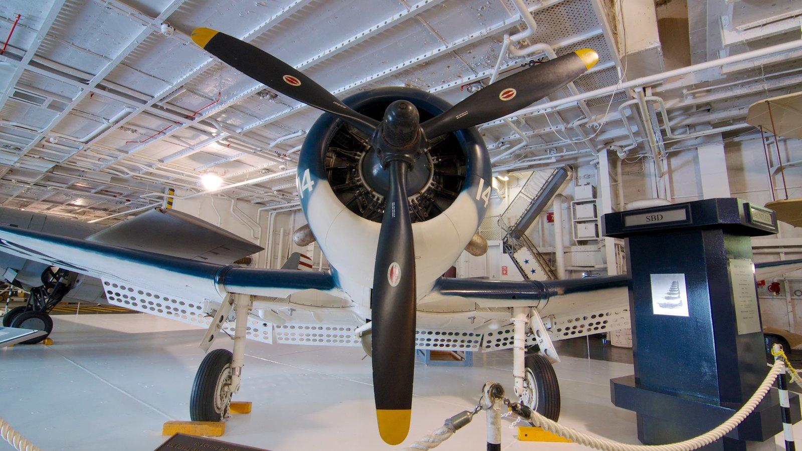 USS Yorktown mostrando vistas internas e aeronave