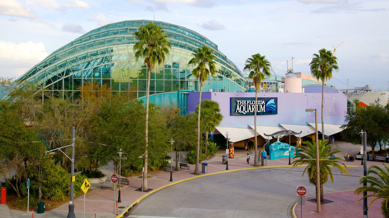 Florida Aquarium which includes marine life and modern architecture