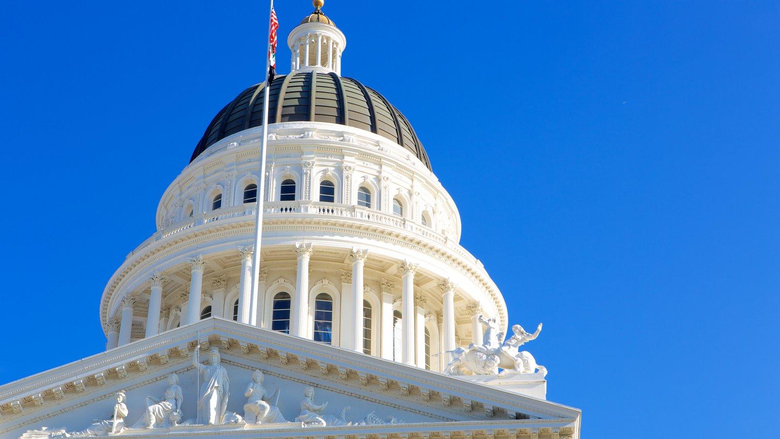 California State Capitol mostrando um edifício administrativo e arquitetura de patrimônio