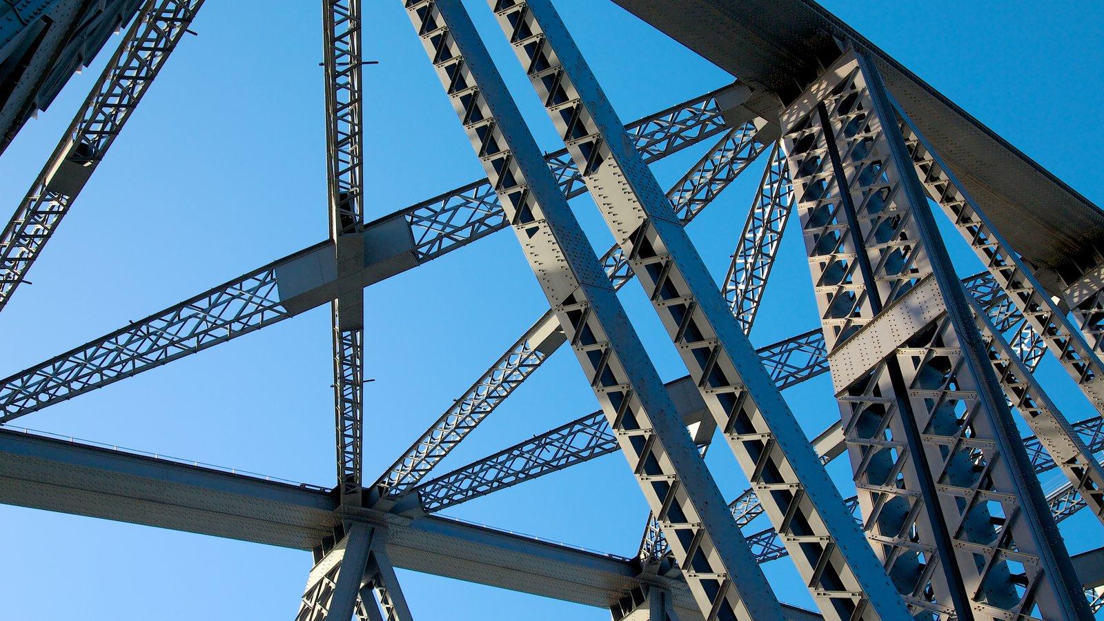 Puente de la bahía de Sídney mostrando arquitectura moderna y un puente