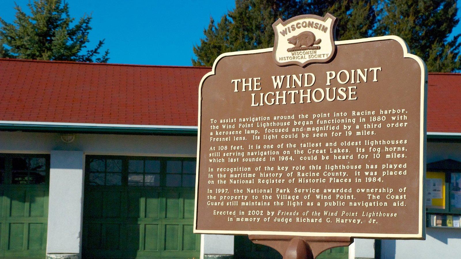 Wind Point Lighthouse que inclui arquitetura de patrimônio, sinalização e um farol