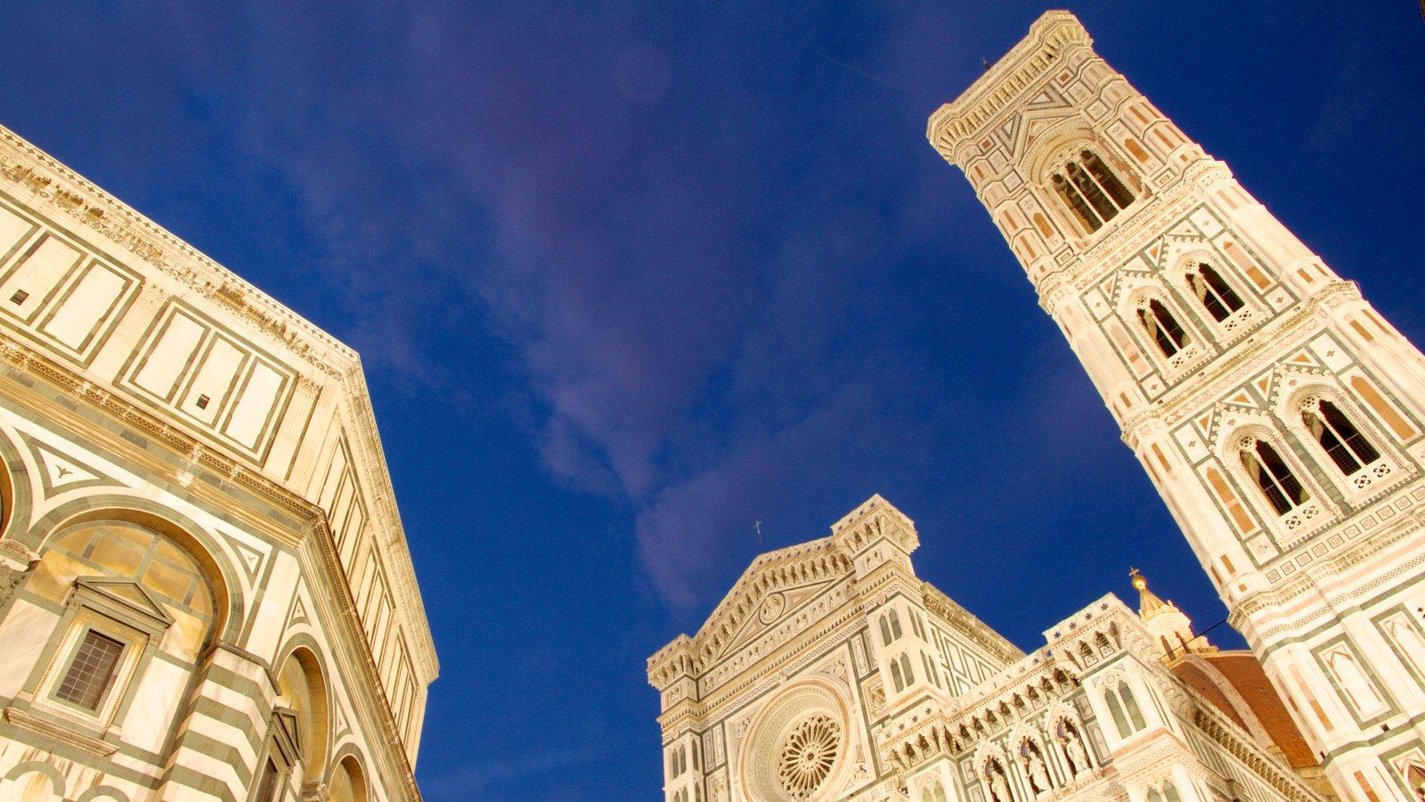 Piazza del Duomo caracterizando uma cidade, arte e uma igreja ou catedral