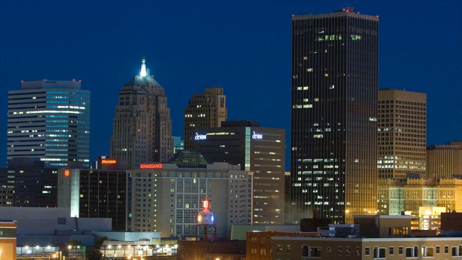 Oklahoma City mostrando escenas nocturnas, dfc y un rascacielos