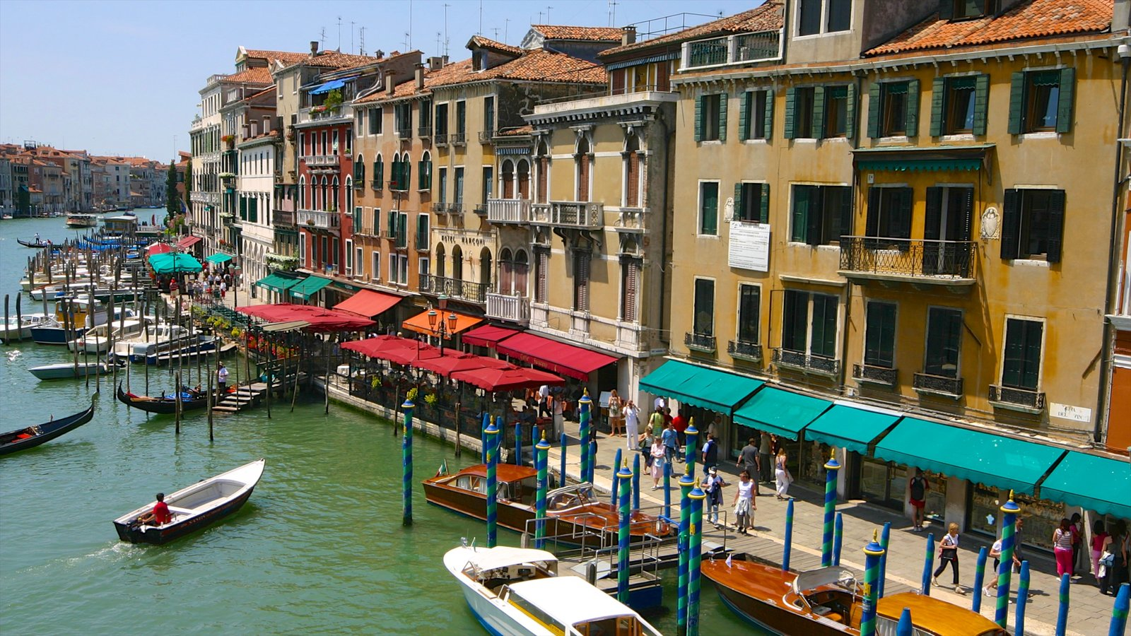 Grand Canal featuring street scenes and boating
