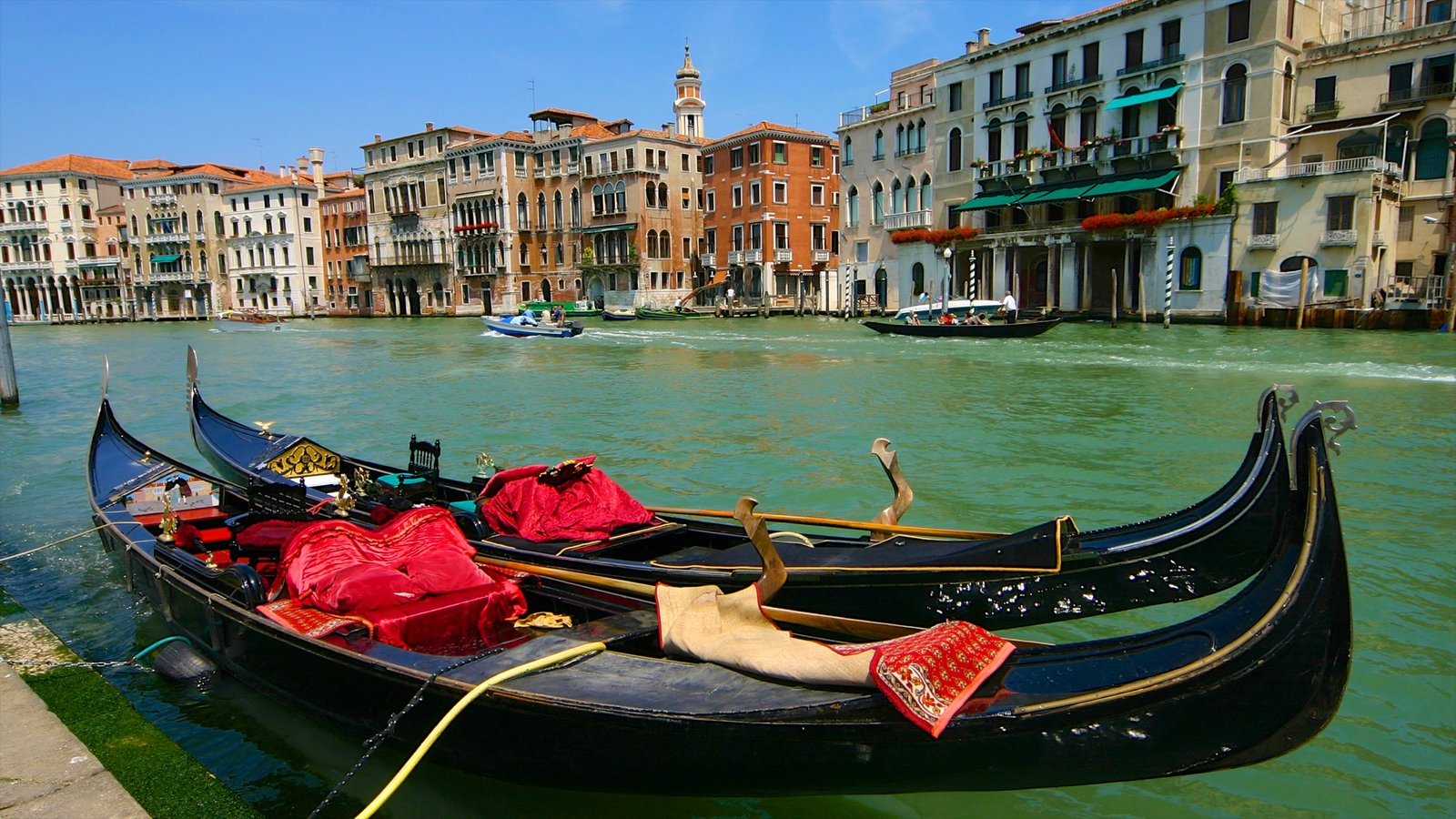 Grand Canal which includes boating, a river or creek and heritage architecture