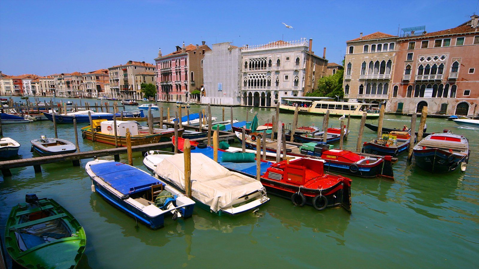 Grand Canal featuring a bay or harbor, boating and heritage architecture