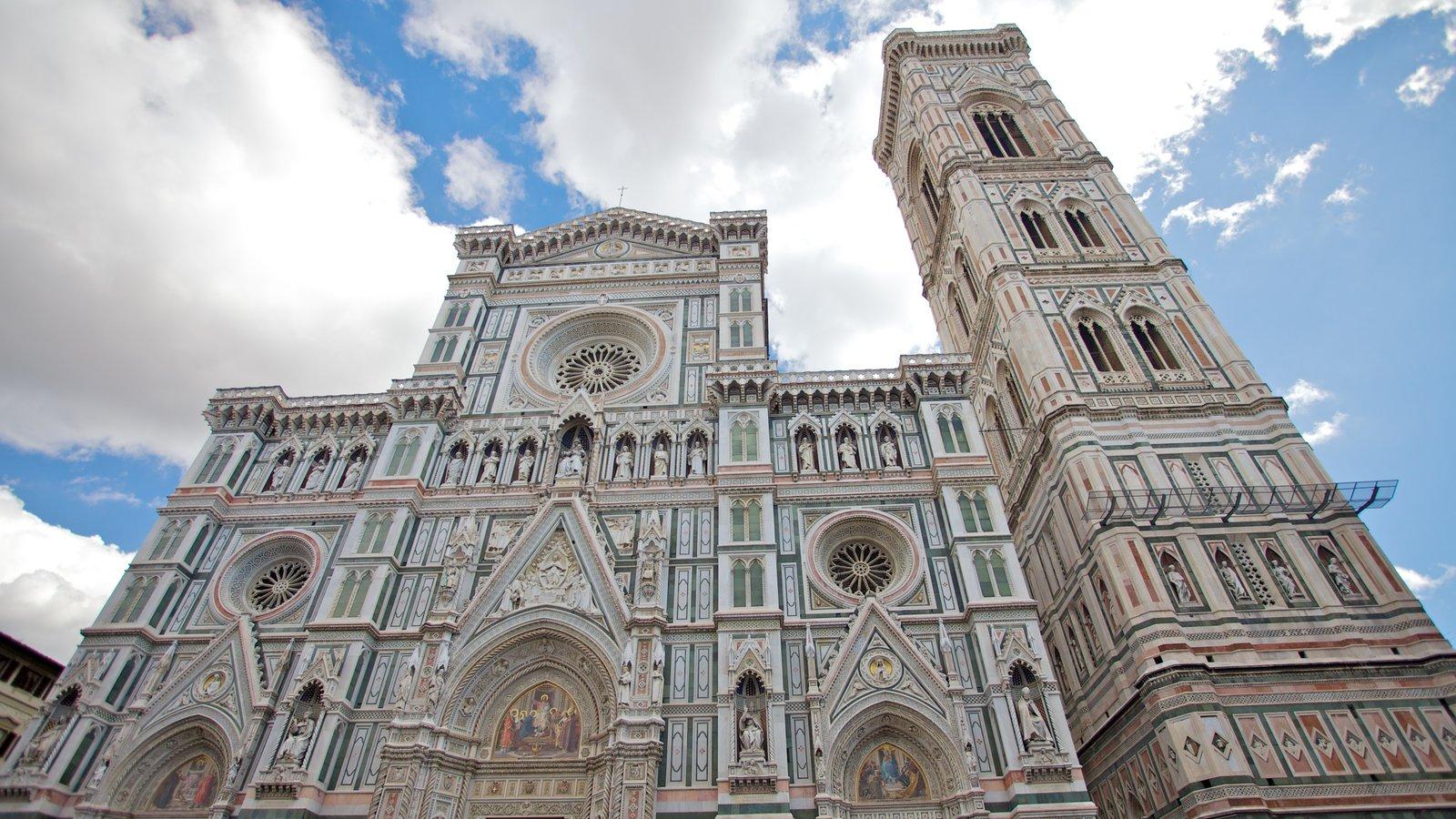 Catedral de Santa Maria del Fiore que inclui arquitetura de patrimônio, elementos religiosos e uma igreja ou catedral