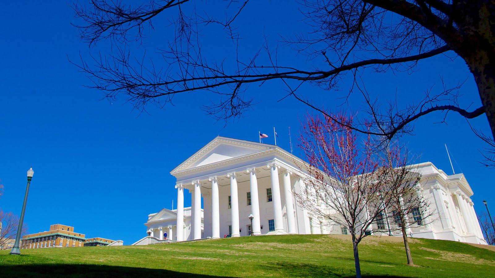 Capitólio Estadual da Virgínia mostrando uma cidade e arquitetura de patrimônio