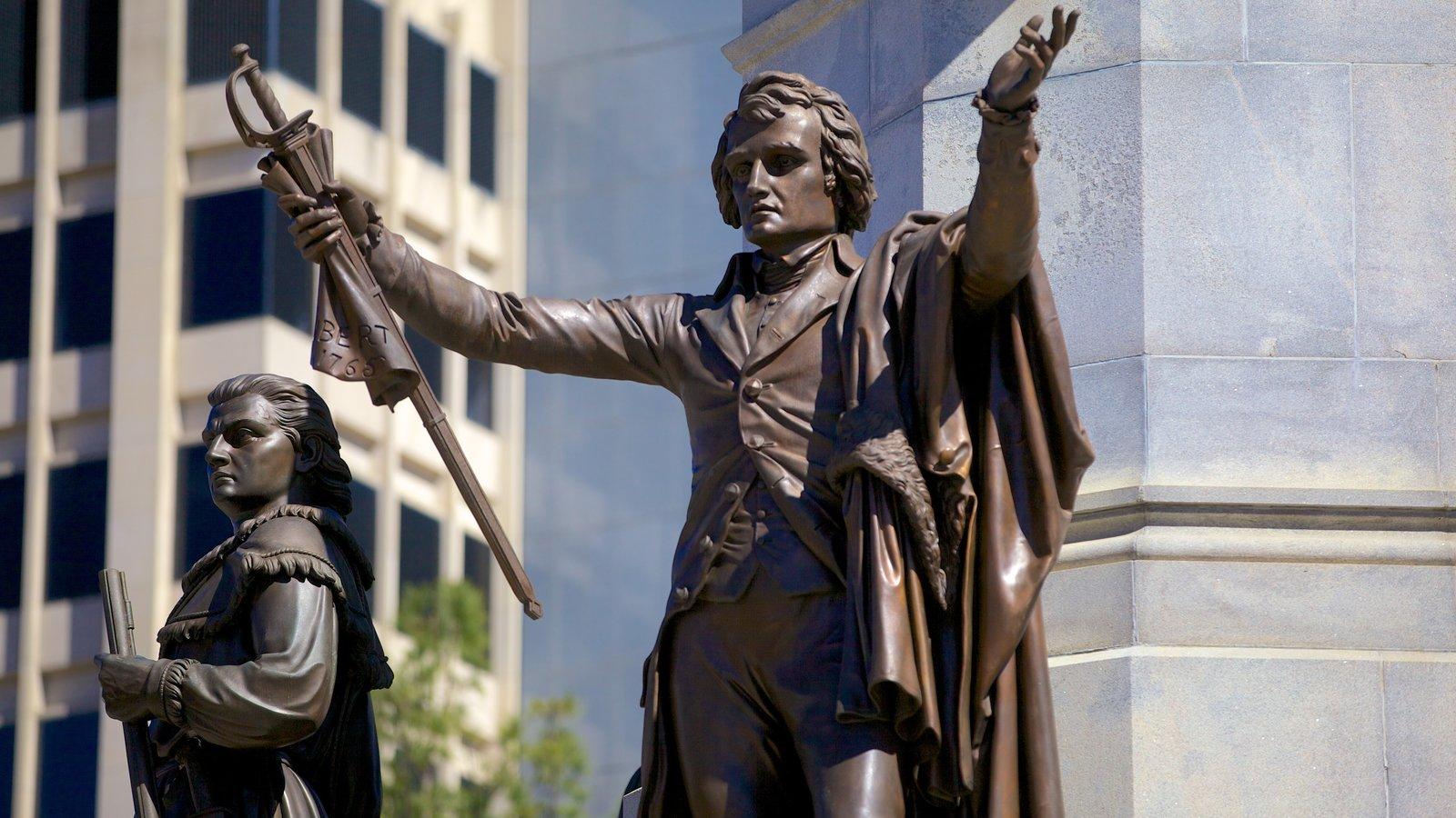 Capitólio Estadual da Virgínia que inclui uma estátua ou escultura