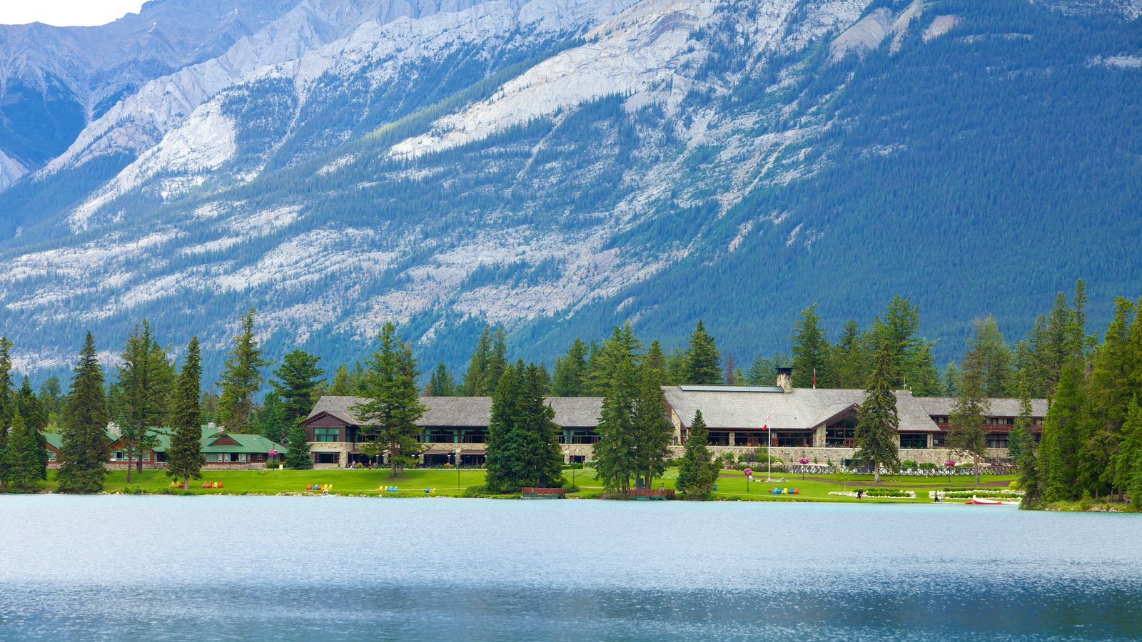 Jasper National Park which includes mountains, a garden and landscape views