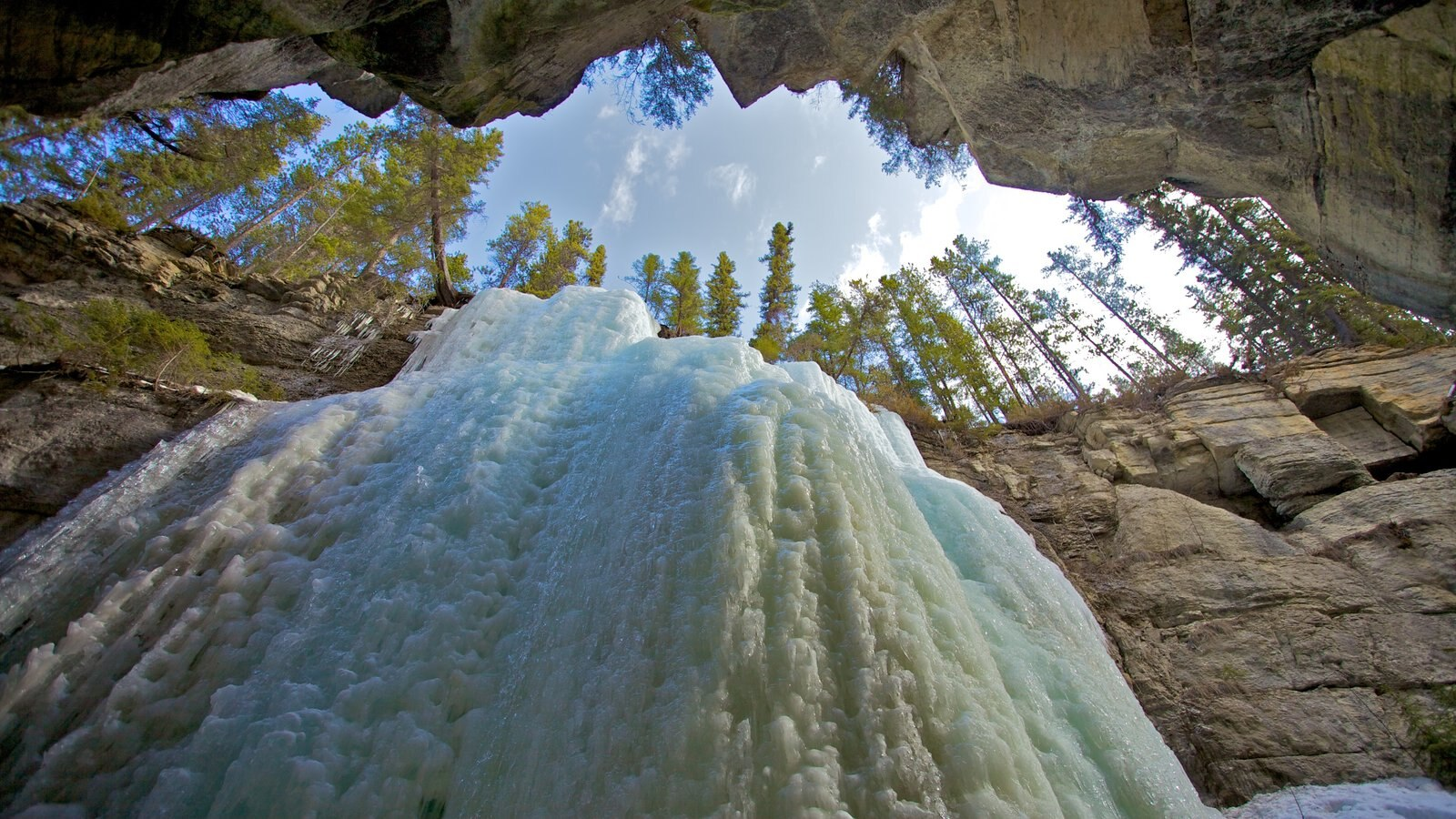 Maligne Canyon showing snow, landscape views and a gorge or canyon