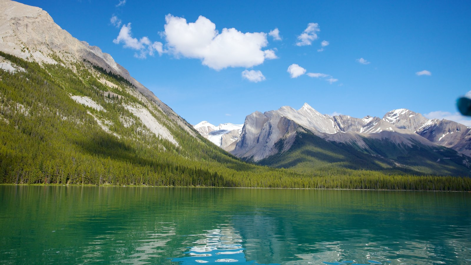 Maligne Lake showing a lake or waterhole, mountains and landscape views
