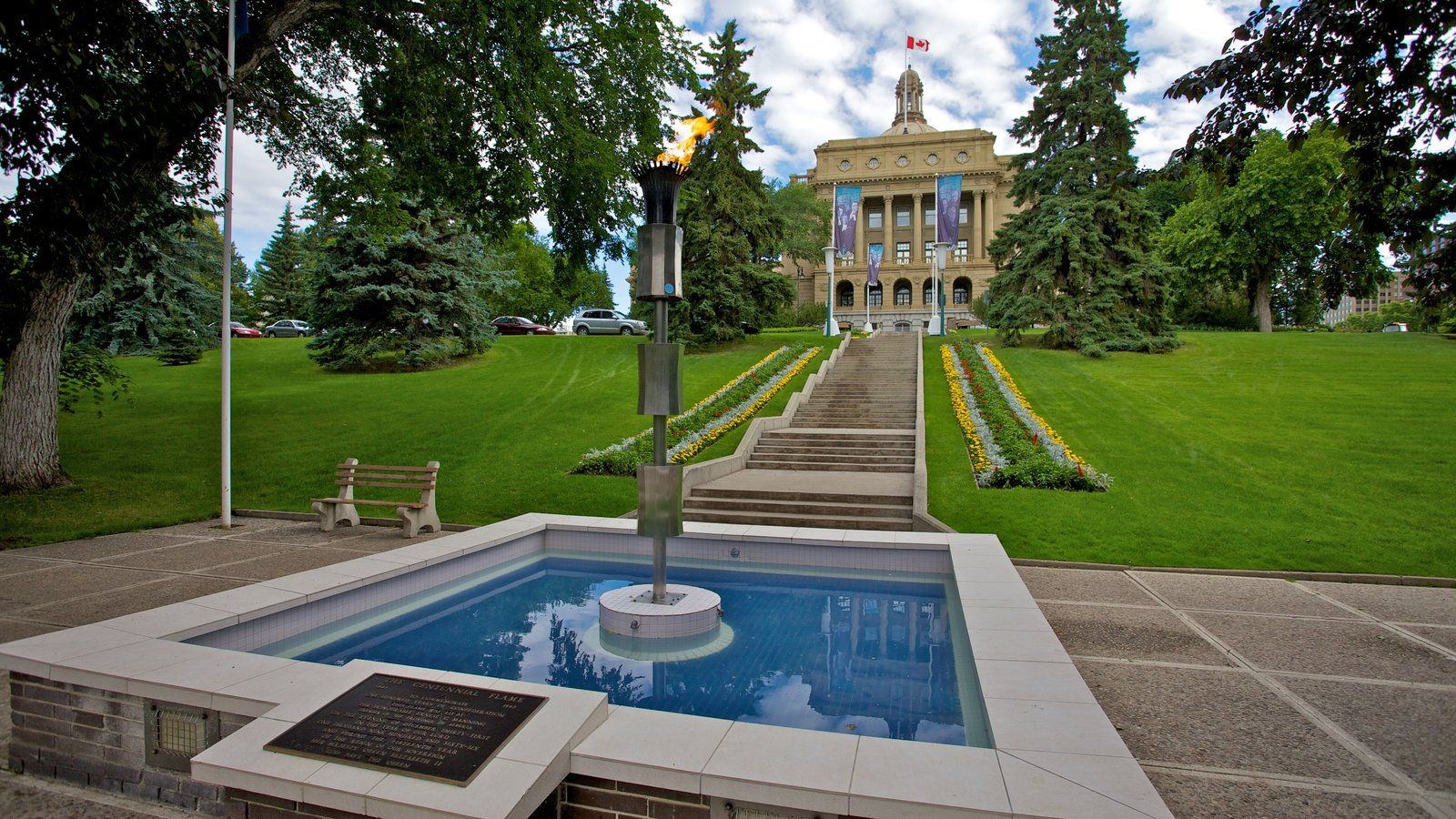 Alberta Legislature Building which includes a fountain, a park and outdoor art