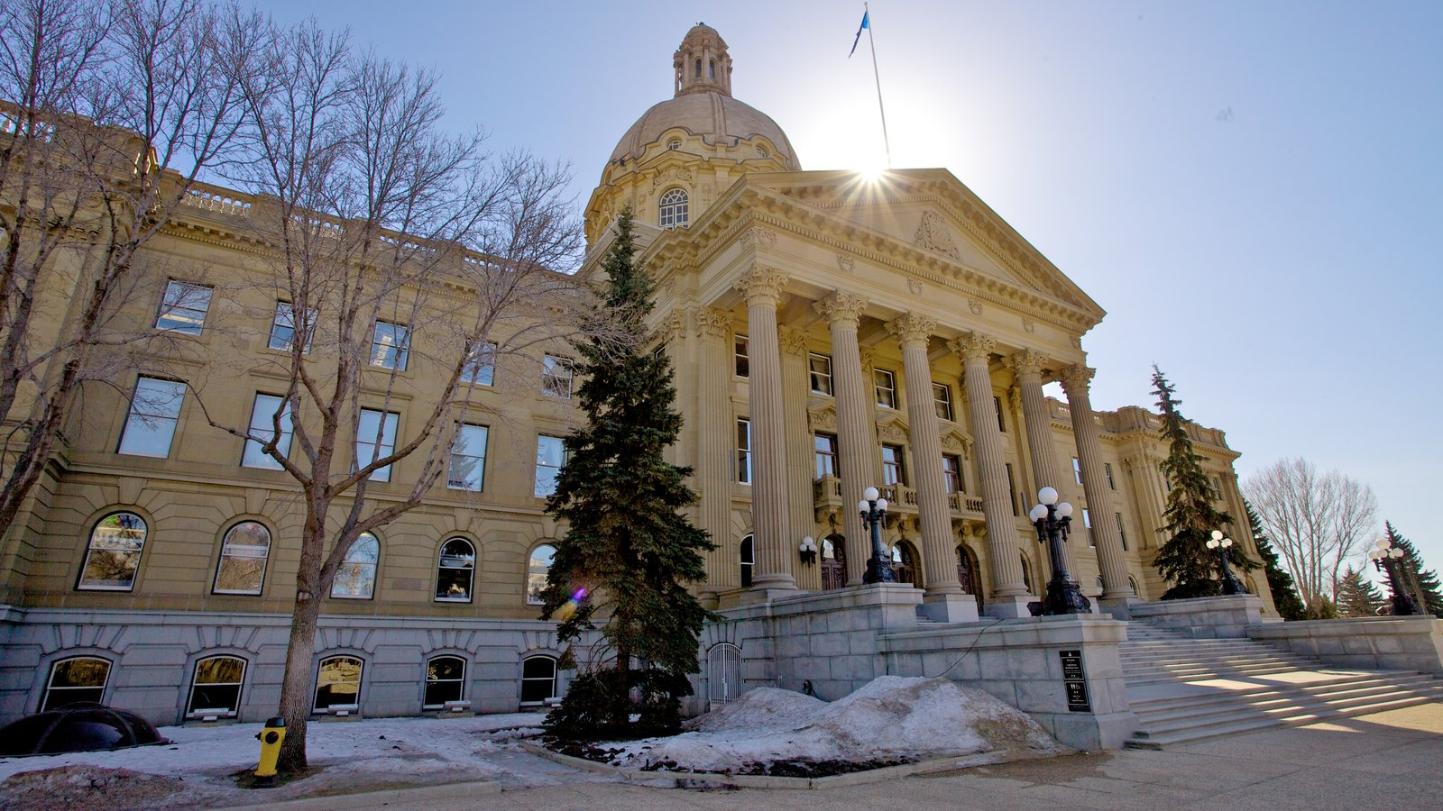 Alberta Legislature Building featuring an administrative building and heritage architecture