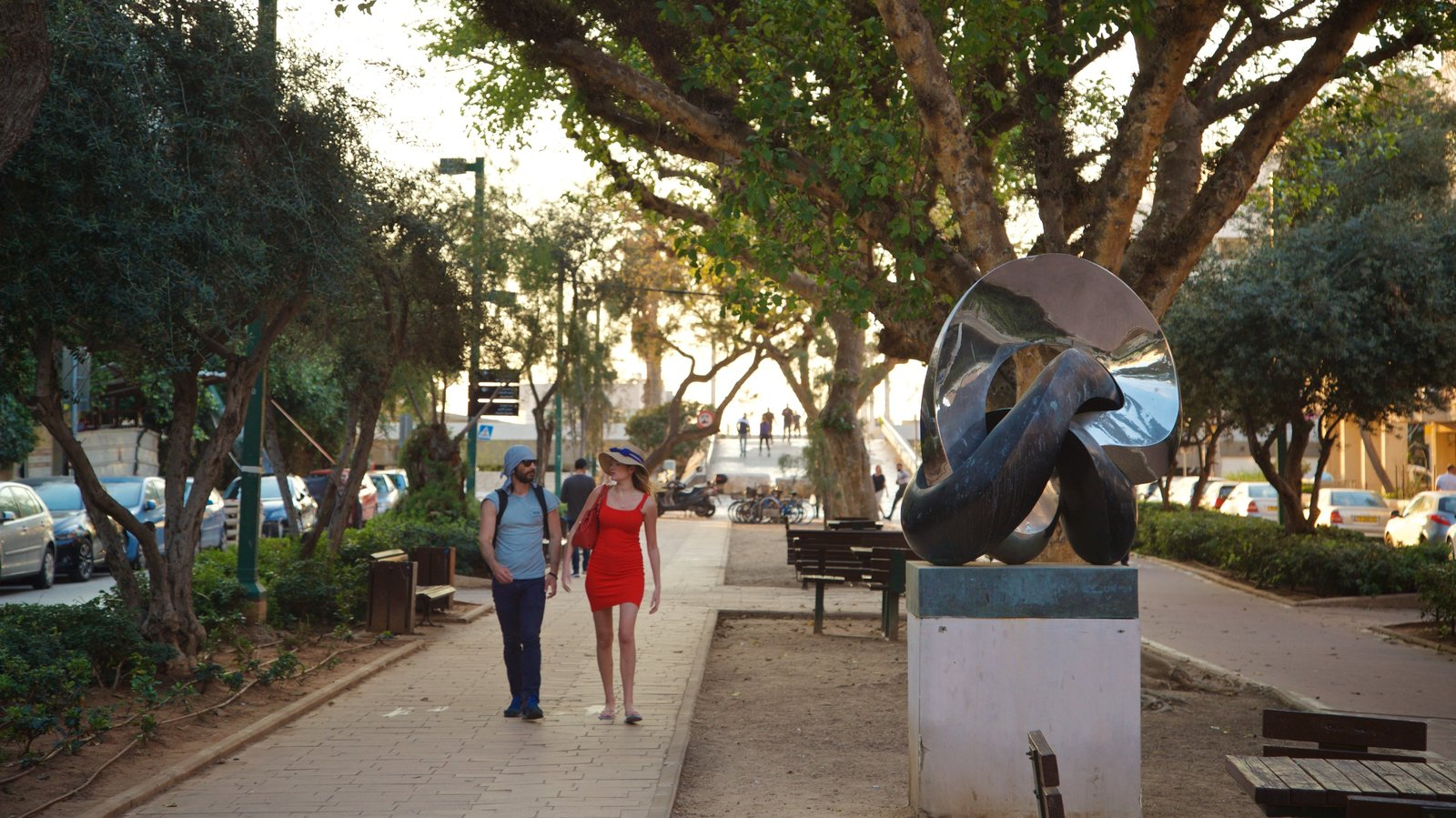 Tel Aviv featuring street scenes, outdoor art and a park