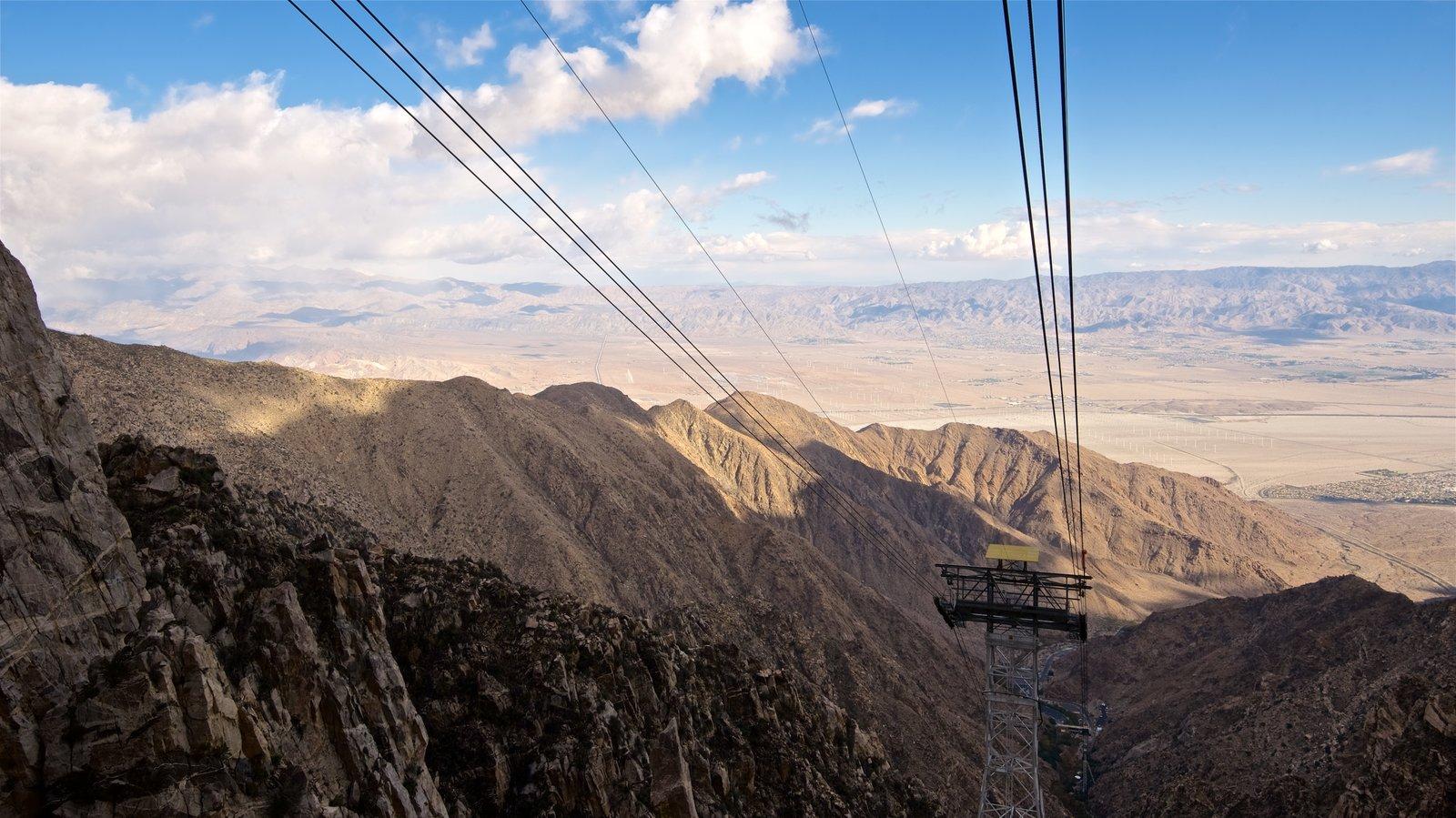Teleférico de Palm Springs mostrando vistas al desierto y vistas de paisajes
