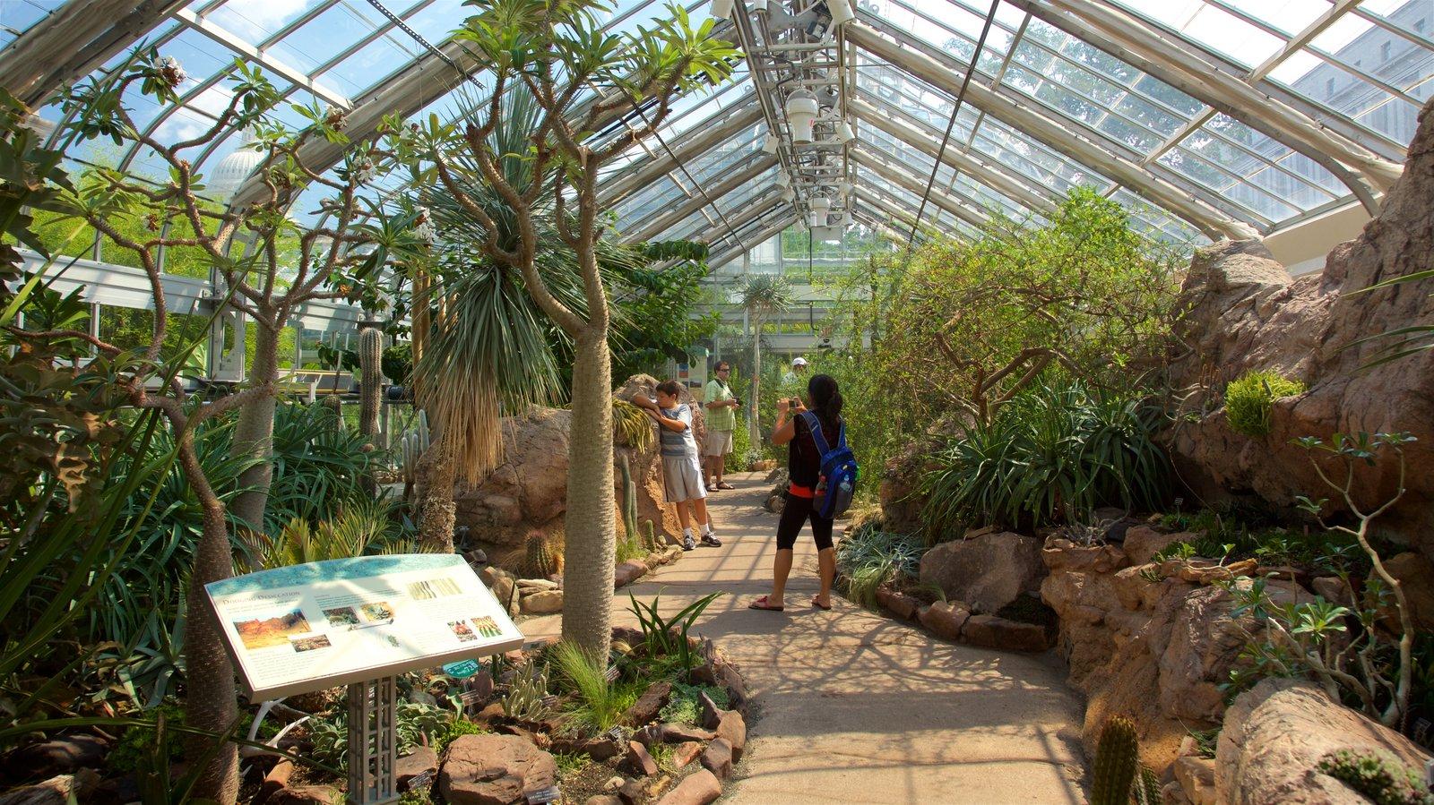 United States Botanic Garden mostrando sinalização, um parque e vistas internas