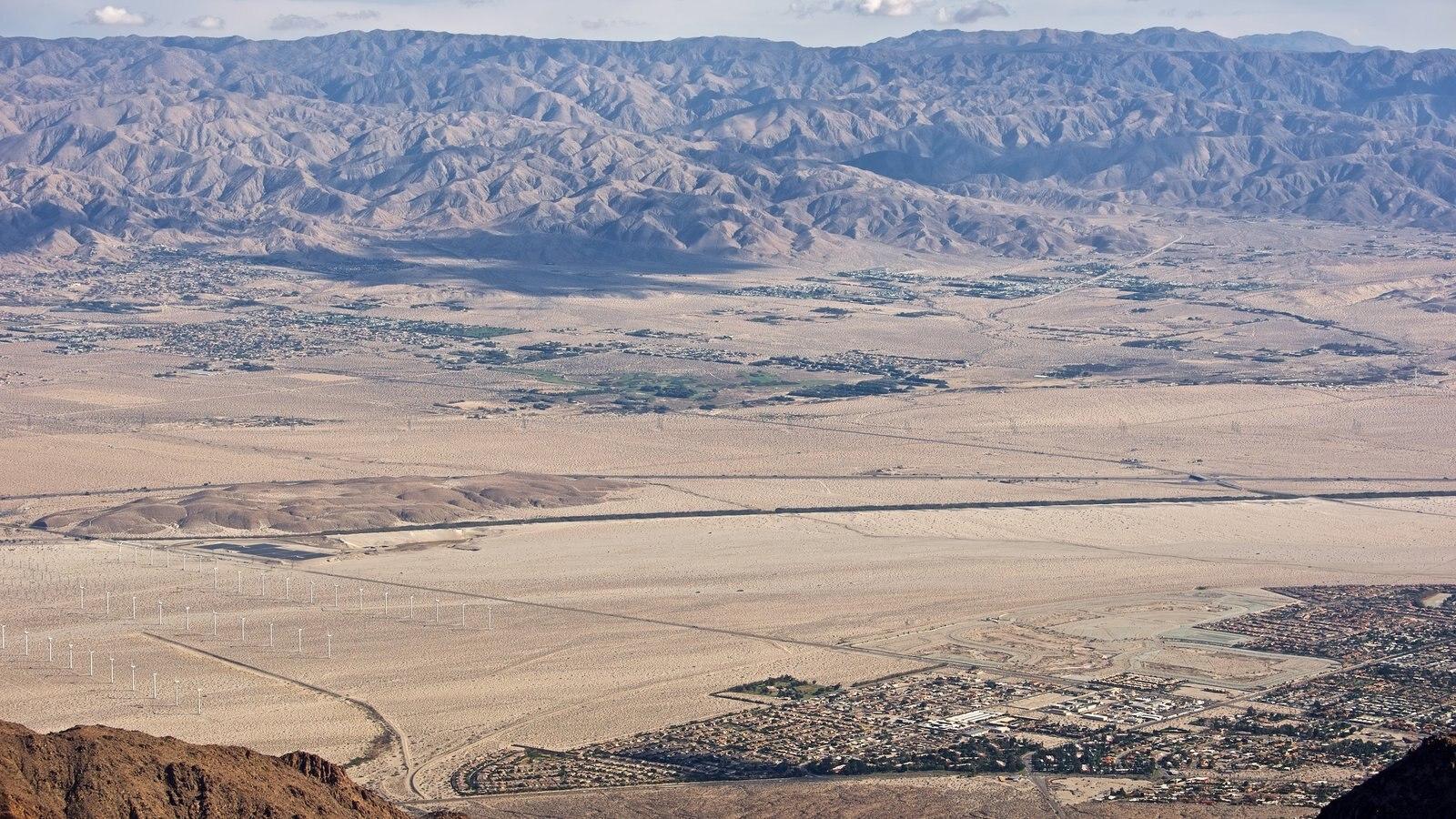Teleférico de Palm Springs ofreciendo vistas de paisajes y vistas al desierto
