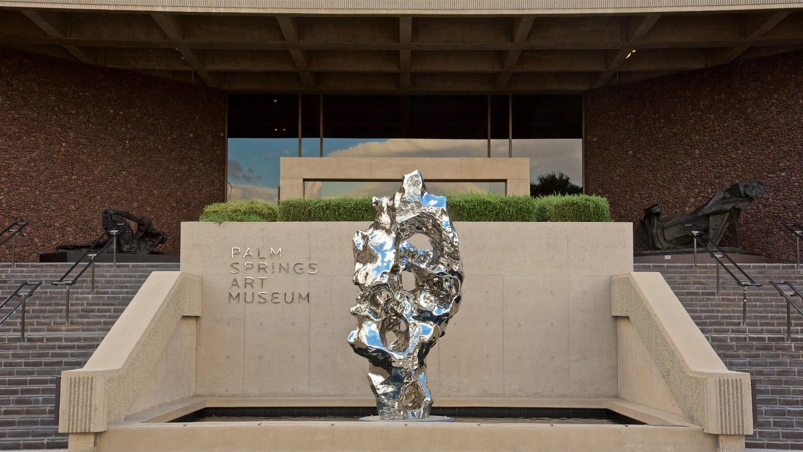 Palm Springs Art Museum que inclui arte ao ar livre