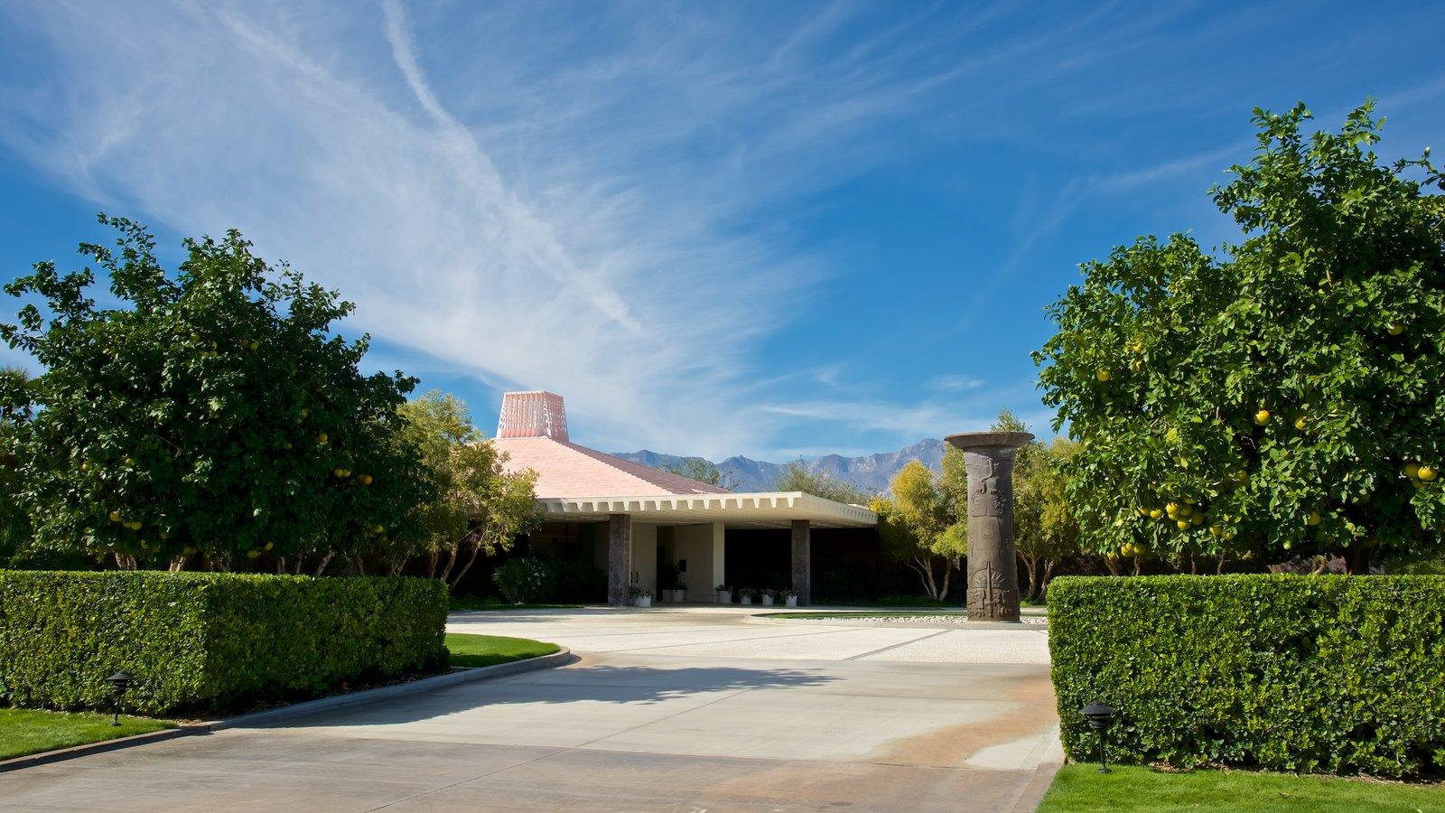 Centro Sunnylands y jardines que incluye un jardín y una casa