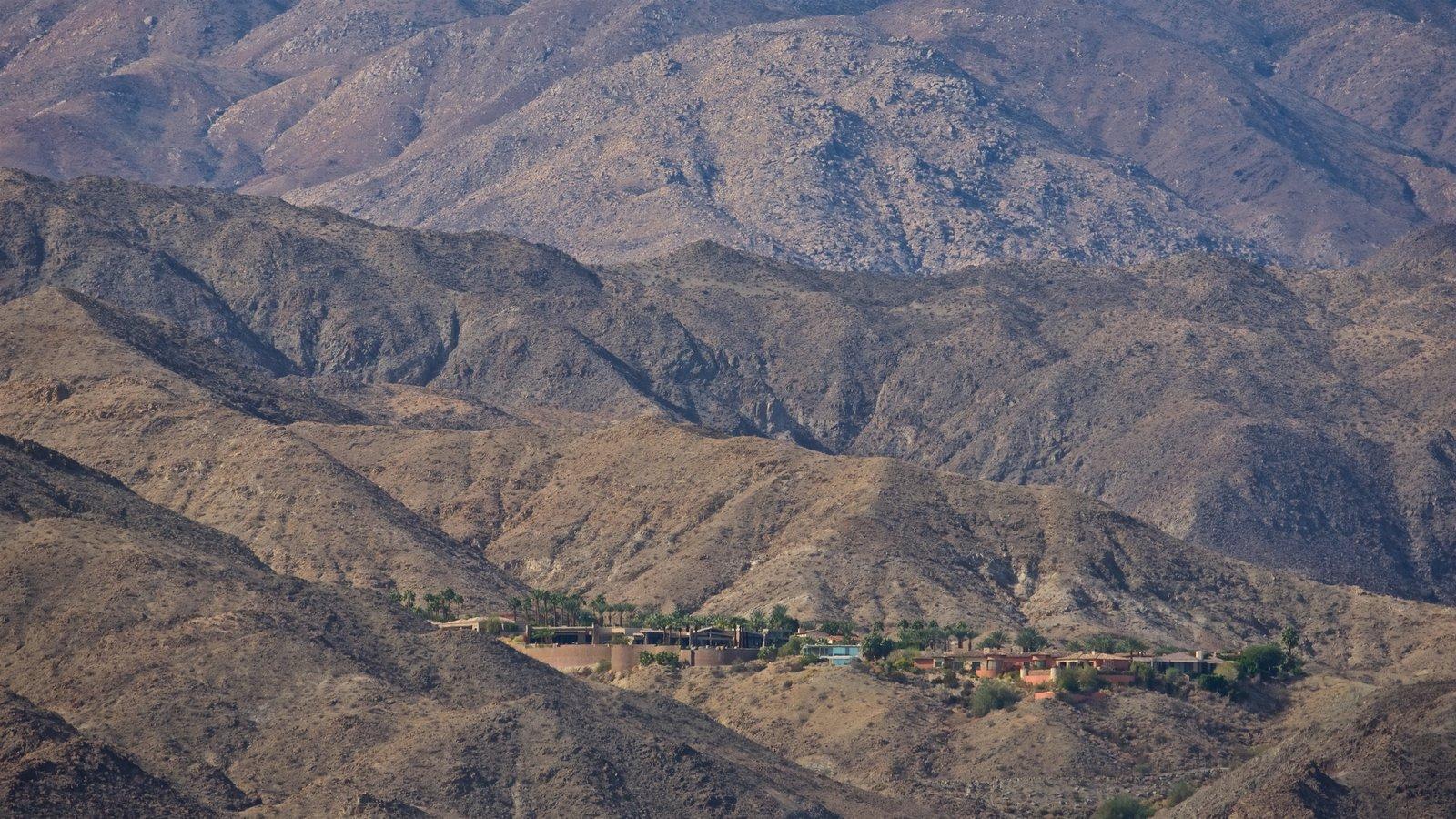 Centro Sunnylands y jardines mostrando montañas