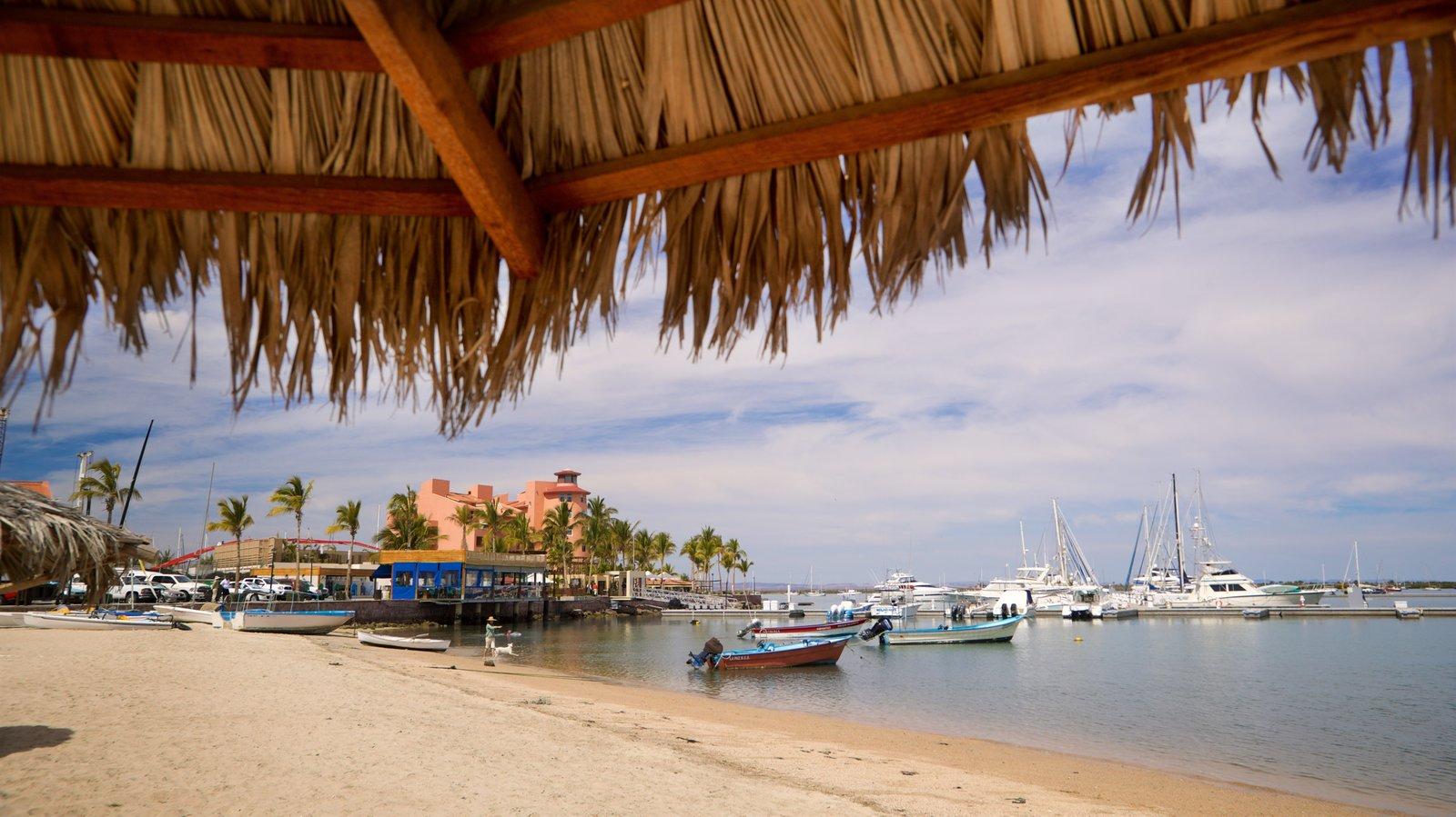 Puerto deportivo Marina Cortez que incluye una bahía o puerto y una playa de arena