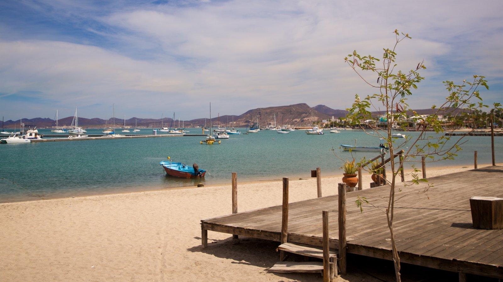 Puerto deportivo Marina Cortez que incluye una bahía o puerto y una playa