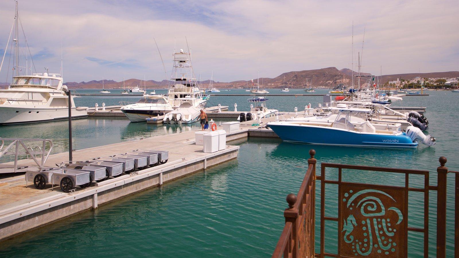 Puerto deportivo Marina Cortez ofreciendo una bahía o puerto