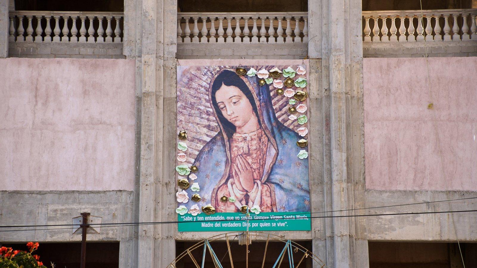Santuario de la Virgen de Guadalupe mostrando elementos religiosos