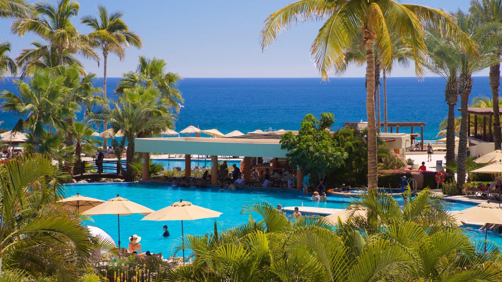 Zona Hotelera showing a hotel, tropical scenes and general coastal views