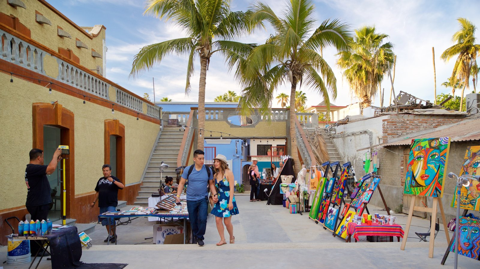 San Jose del Cabo Art District showing art, markets and street scenes