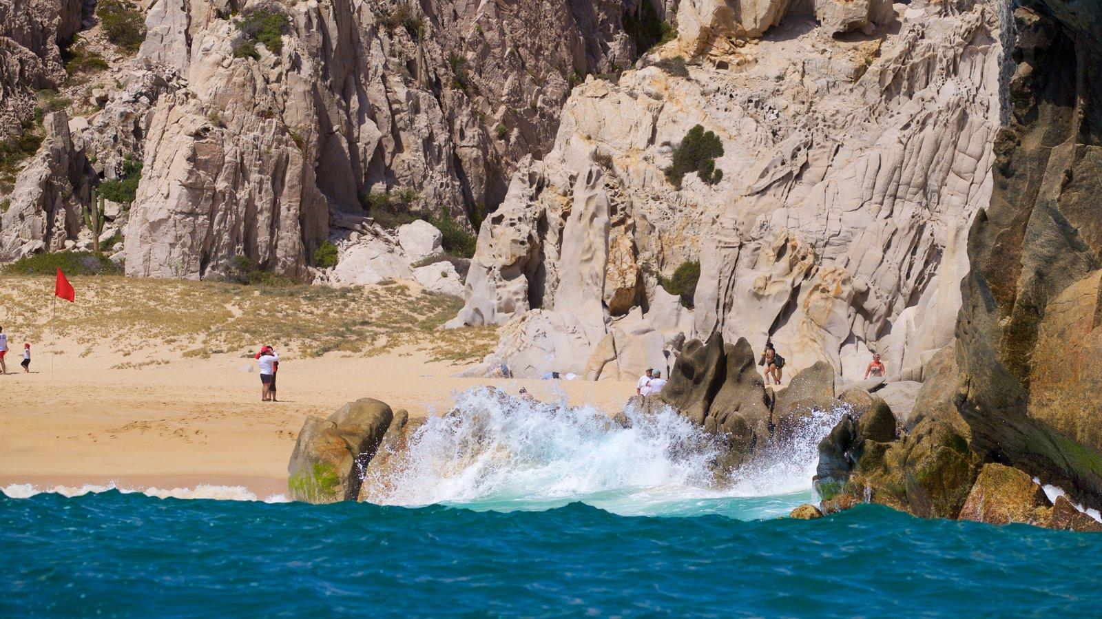 Playa Divorce que incluye costa escarpada, una playa y vistas generales de la costa