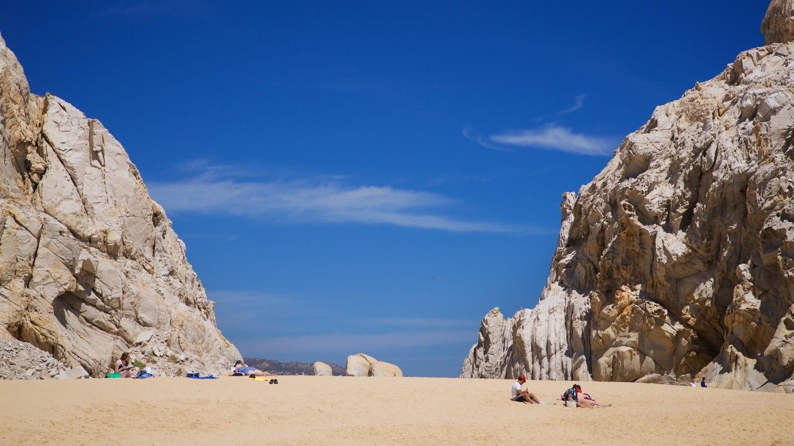 Playa Divorce ofreciendo costa escarpada, vistas generales de la costa y una playa