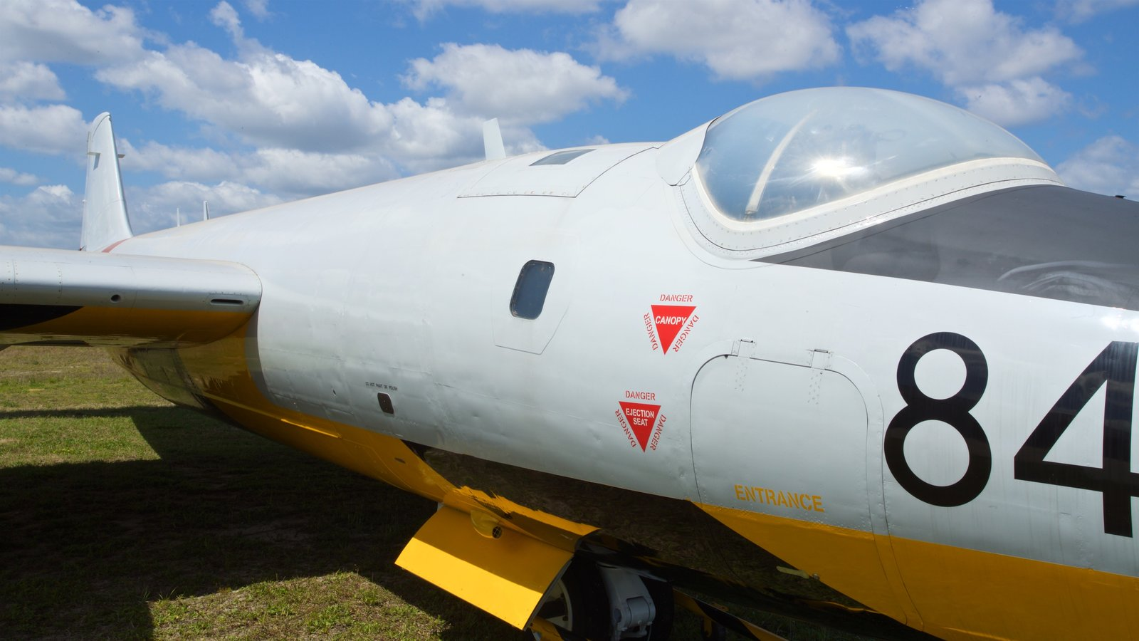 Valiant Air Command Warbird Museum featuring military items