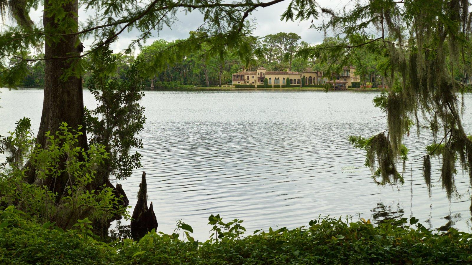 Jardines de Kraft Azalea que incluye un río o arroyo