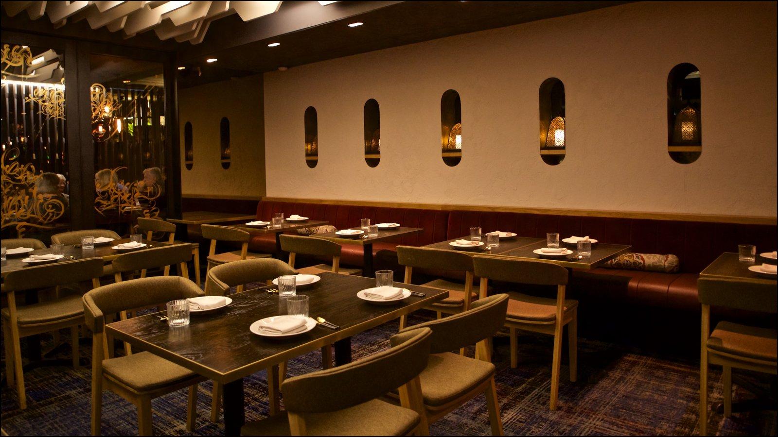 Docklands mostrando vistas interiores y salir a cenar