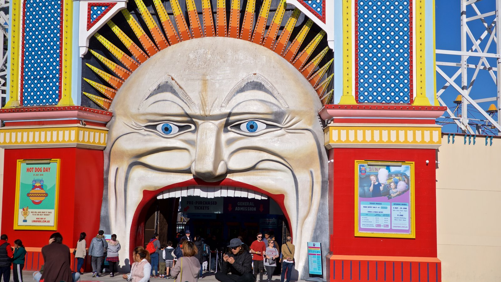 Luna Park showing outdoor art, signage and rides