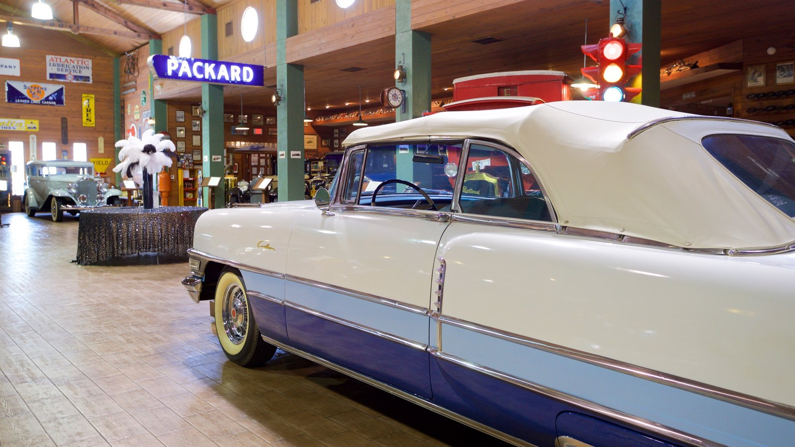 Fort Lauderdale Antique Car Museum que inclui elementos de patrimônio e vistas internas