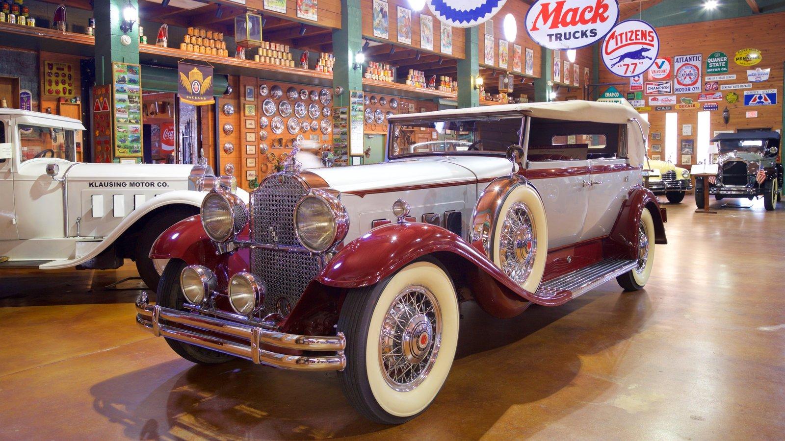 Fort Lauderdale Antique Car Museum caracterizando elementos de patrimônio e vistas internas