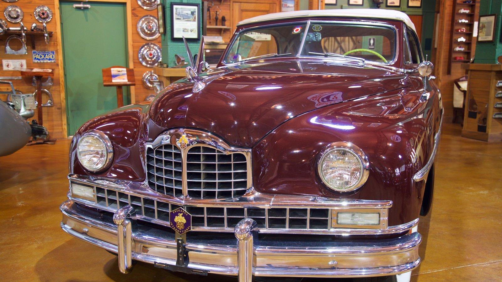 Fort Lauderdale Antique Car Museum mostrando elementos de patrimônio e vistas internas