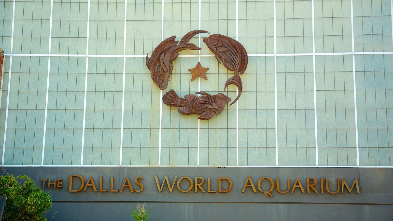 Dallas World Aquarium que inclui sinalização, vida marinha e arquitetura moderna